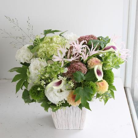 白い花と淡い色の花のお供え/お悔やみ a200917