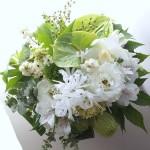 アンスリウムと白い花アレンジメント a150911